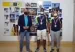Francisco Castellano recibe al discóbolo Yasiel Sotero, medalla de bronce en lanzamiento de disco en el Europeo Sub-23