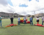 La Consejería de Deportes financia una máquina para el mantenimiento de los campos de césped artificial de la Mancomunidad del Norte
