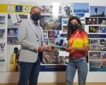 Francisco Castellano felicita a Lourdes Bethencourt, campeona de España de BTT Maratón